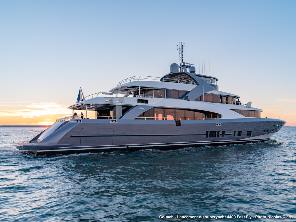 Motor yacht 4400 FAST FLY - exterior - side view