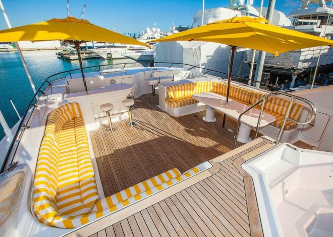Motor yacht MISTRESS - Sundeck seating and Jacuzzi
