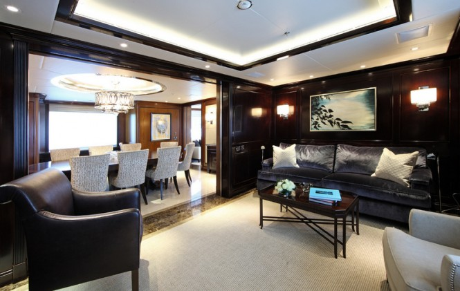 Motor yacht SEANNA - Formal dining area and adjacent salon
