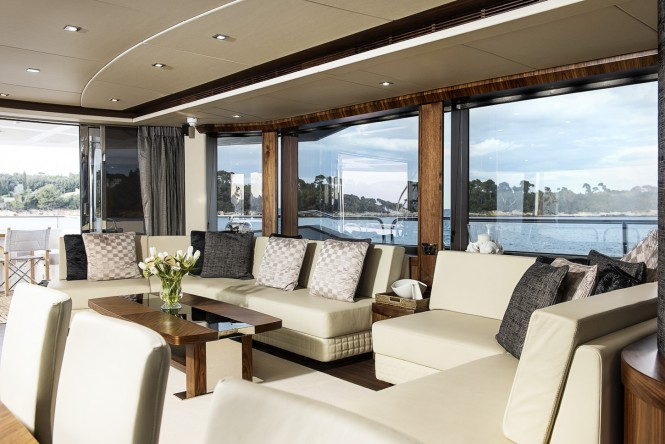 Motor yacht TWENTY EIGHT - Salon and formal dining area view aft