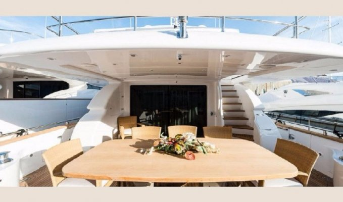 NEVER ONE - Aft deck