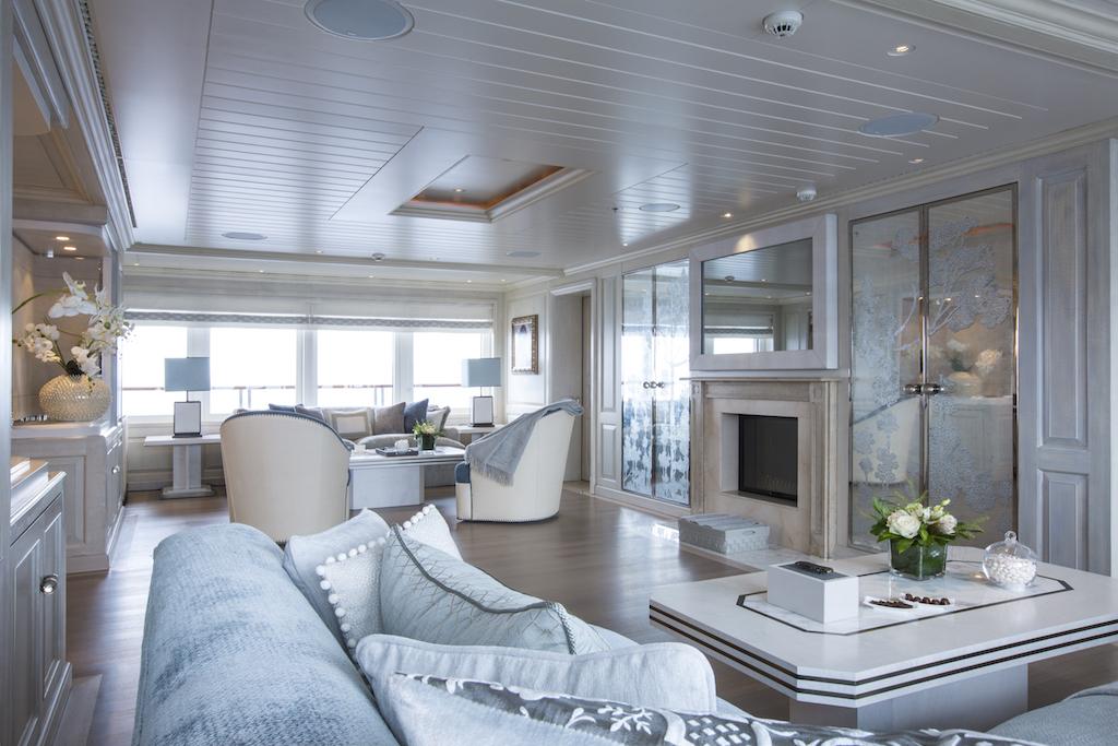 Find your italian idyll on a mediterranean charter aboard for Interni architettura