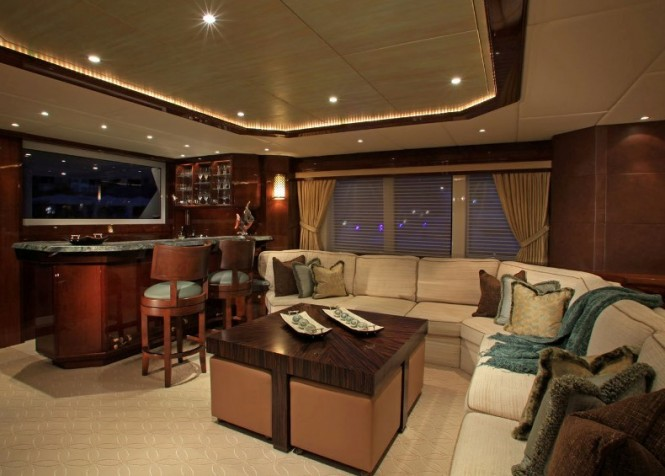 Seating and bar in the skylounge - Motor yacht CASTELLINA