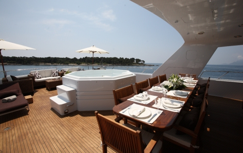 Sundeck Jacuzzi and alfresco dining - Luxury yacht DAYDREAM