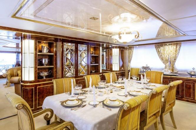 Superyacht MISTRESS - Formal dining