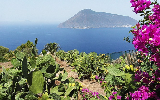 Aeolian Islands - Sicily, Italy. Photo credit: Raffaele Tolomeo