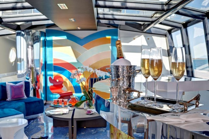 Luxury yacht HIGHLANDER - The glass ceiling skylounge