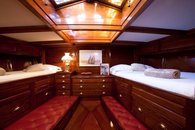 Luxury yacht MOONBEAM IV - Master suite