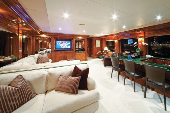 Luxury yacht ONE MORE TOY - Skylounge