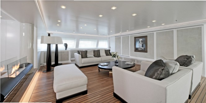 Luxury yacht SPIRIT OF THE C'S - Salon seating
