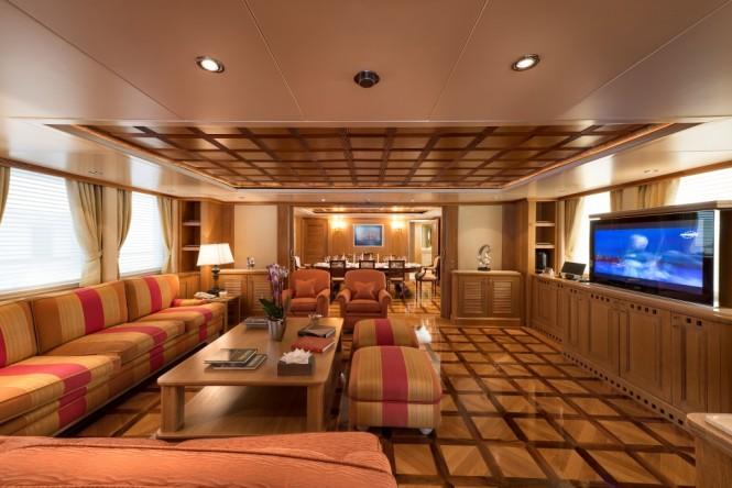 Luxury yacht TOMMY - Main salon