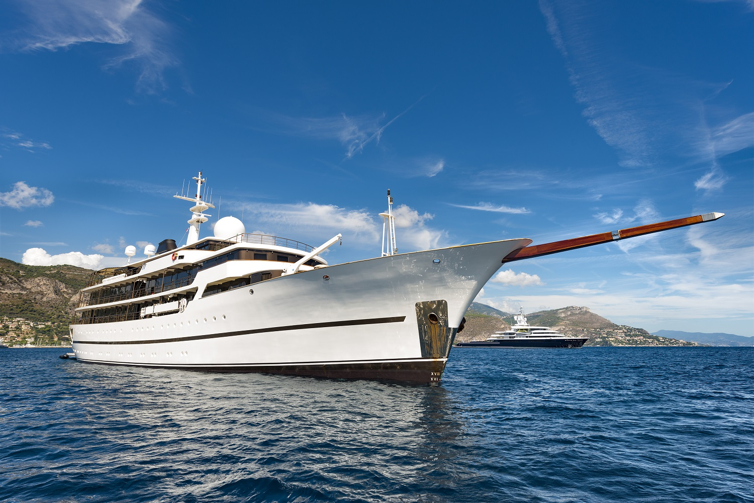 Motor yacht chakra available for charter in greece yacht for Motor boat rental greece