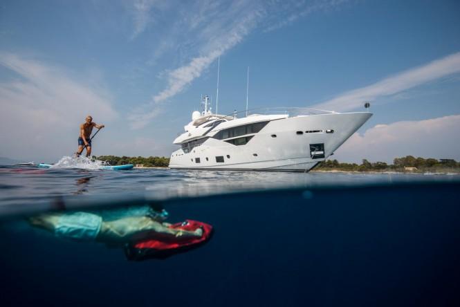 Motor yacht FLEUR - Built by Sunseeker
