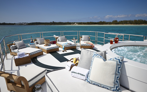 Motor yacht HIGHLANDER - Jacuzzi and sun loungers on the upper deck aft