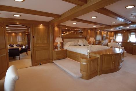 Motor yacht NERO - Master suite
