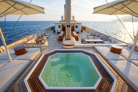 Motor yacht NERO - Sundeck Jacuzzi