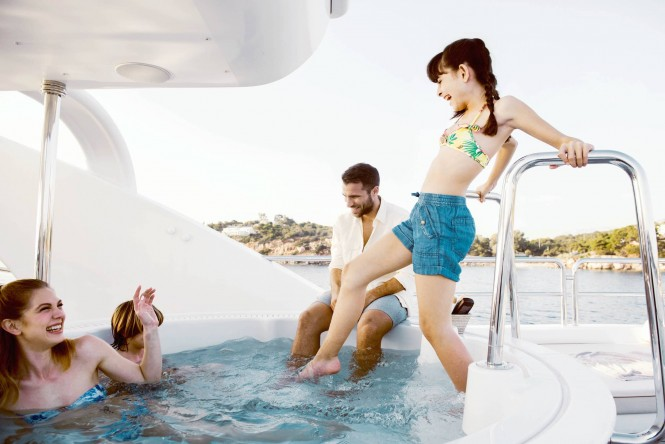 Motor yacht OASIS - Sundeck Jacuzzi