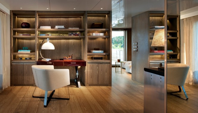 Motor yacht ORIENT STAR - Study and adjacent skylounge