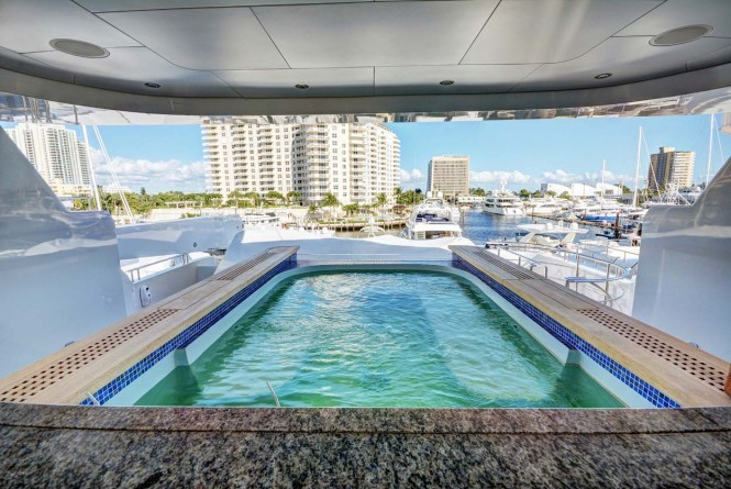 Motor yacht SOVEREIGN - Sundeck pool