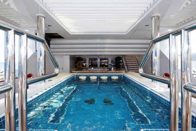 Motor yacht TITANIA - Spa pool with bar seating on the upper aft deck