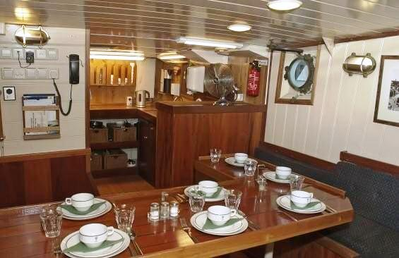 Motor yacht TOGO - Formal dining area