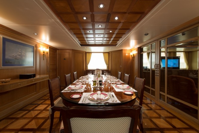 Motor yacht TOMMY - Formal dining