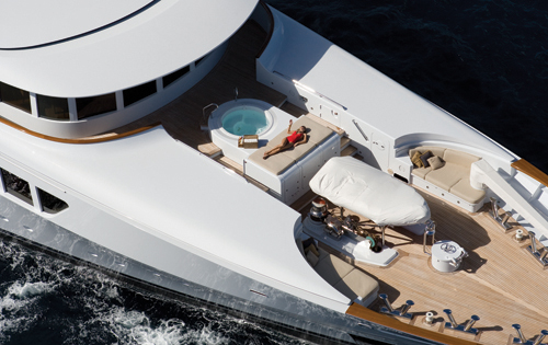 Motor yacht UTOPIA - Spa pool and sunpads on the upper deck bow