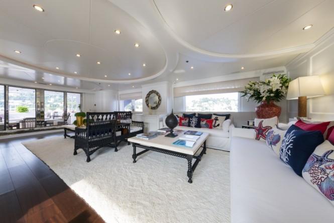 Superyacht BINA - Main salon