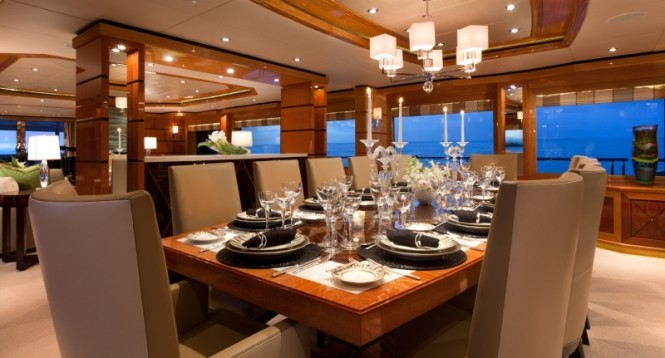 Superyacht IMPROMPTU - Formal dining