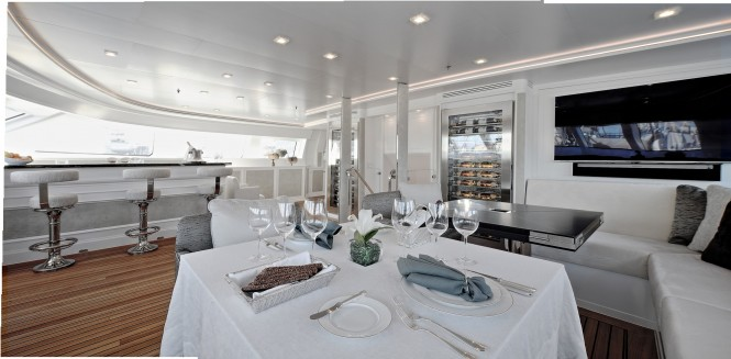 Superyacht SPIRIT OF THE C'S - Formal dining and bar