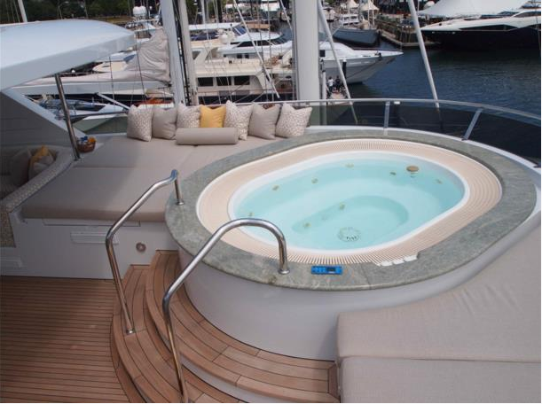 Superyacht THREE FORKS - Jacuzzi on the sundeck
