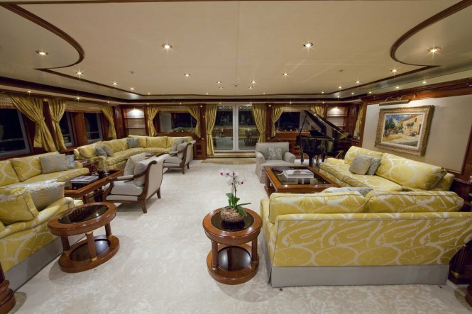Superyacht TITANIA - Main salon with grand piano