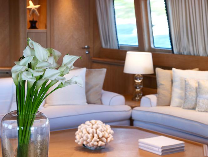 Yacht DALOLI - Lounge detai
