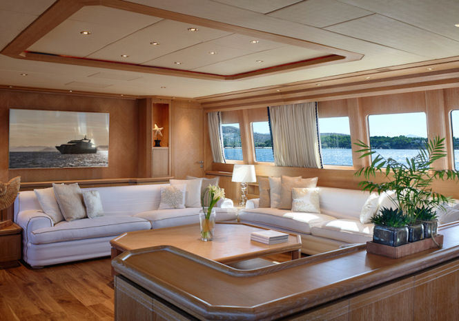 Yacht DALOLI - Main salon