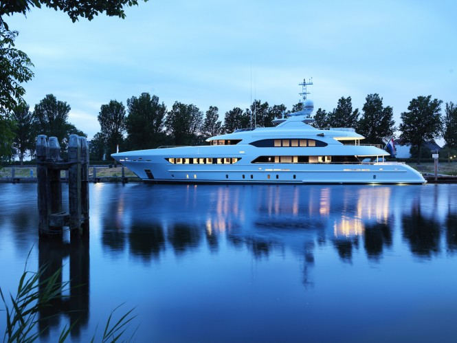 BOOK ENDS photographed by night - credit Heesen Yachts