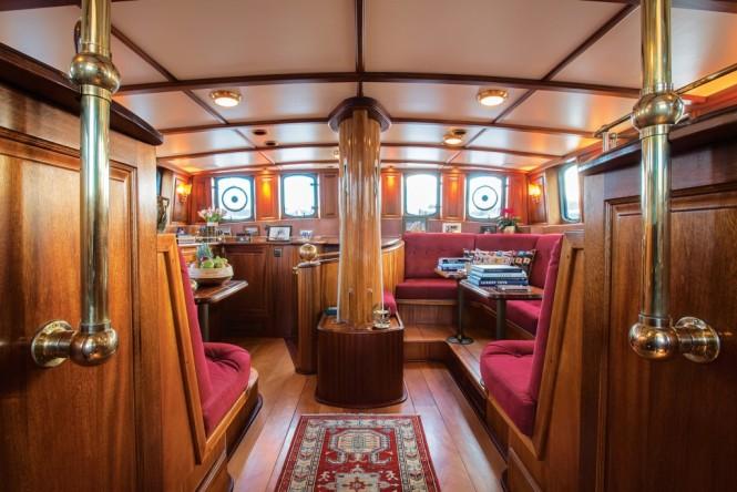 Classic yacht SILVER SPRAY - Upper salon