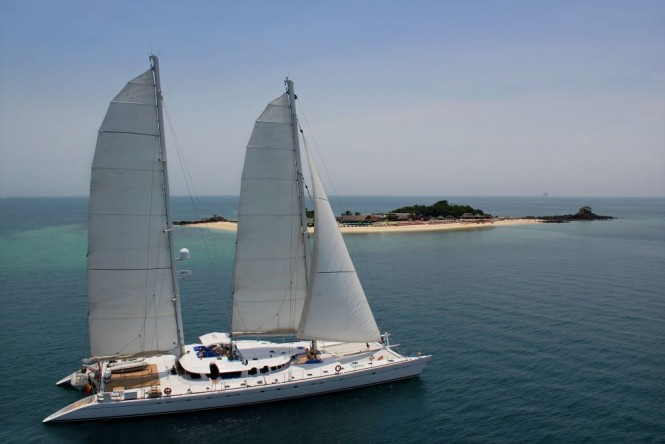 Luxury catamaran DOUCE FRANCE - Built by Alu Marine