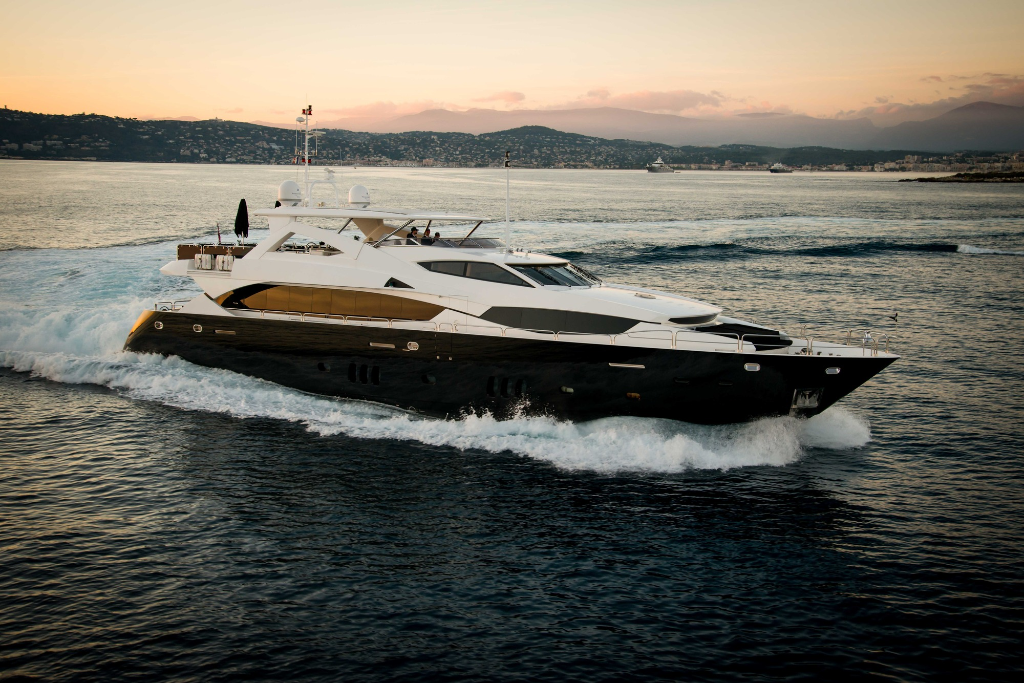 Luxury Yacht BLACK AND WHITE Built By Sunseeker