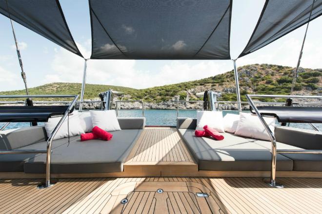 Luxury yacht ROX STAR - Stern sunpads