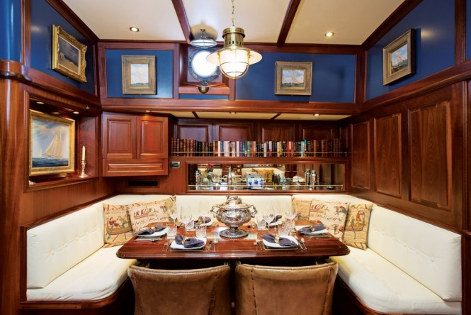 Luxury yacht SILVER SPRAY - Formal dining
