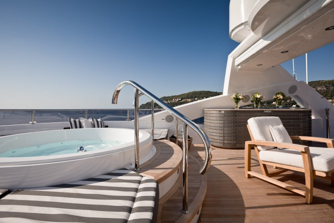 Luxury yacht THUMPER - sundeck Jacuzzi. Photo credit Sunseeker