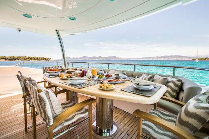 Motor yacht BIANCINO - Alfresco dining on the aft deck