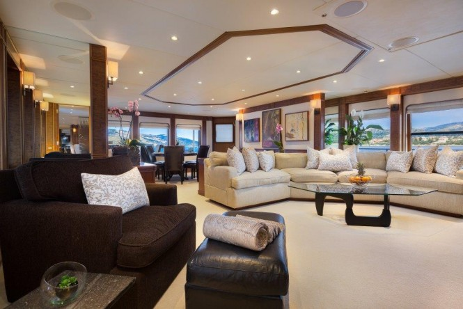 Motor yacht BRAZIL - Salon view
