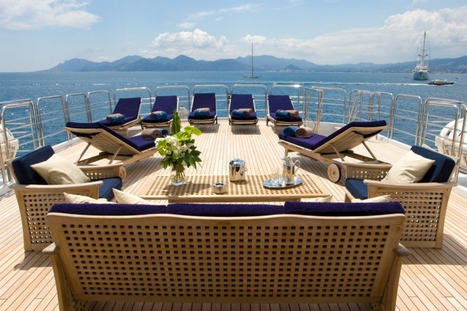 Motor yacht INSIGNIA - Sun lounging area on the sundeck