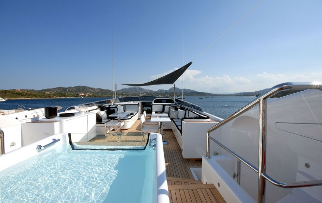 Motor yacht Pure One - sundeck