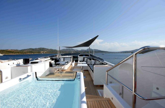Open yacht PURE ONE - Sundeck and spa pool