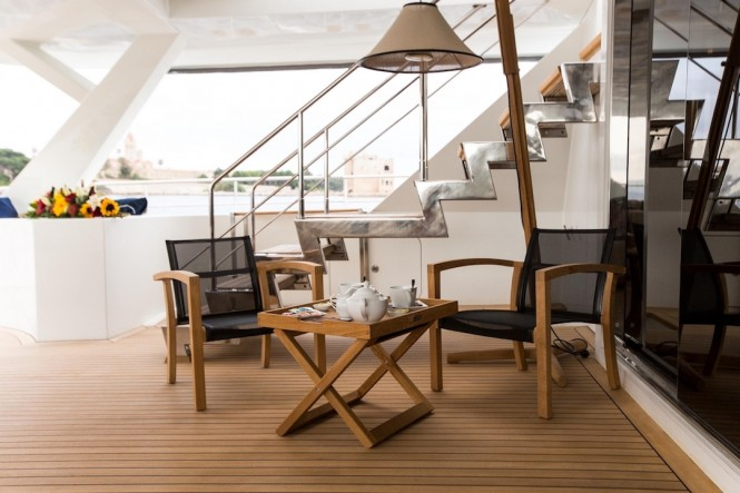 S/Y HUTIANE - Afternoon tea on deck