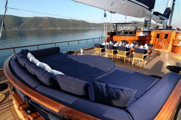 Sail yacht CLEAR EYES - Deck lounging with hidden Jacuzzi and central alfresco dining