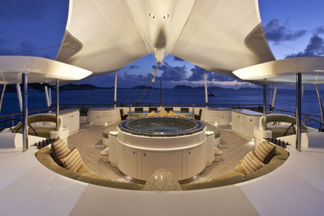Sailing yacht HEMISPHERE - Dining, sunbathing and relaxation in the Jacuzzi