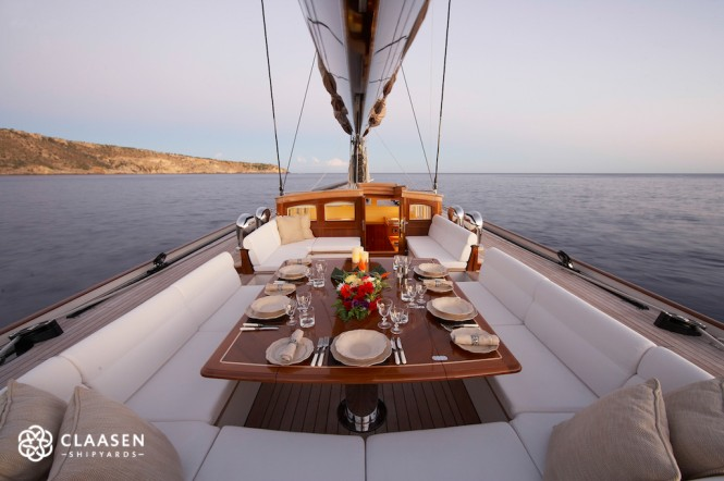 Sailing yacht LIONHEART - Alfresco dining in the cockpit